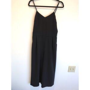 Black v-neck jumpsuit with pockets